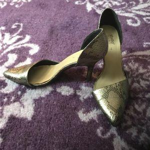 Snake print gold heels 👠